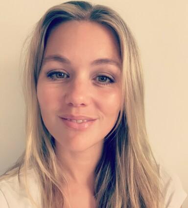 IKKE GLEM TANNTRÅDEN: Tannpirkere, helst de av tre, er ifølge tannlege Iselin Husby greit om man ikke har annet for hånden, men bør ikke erstatte bruk av tanntråd. FOTO: Privat