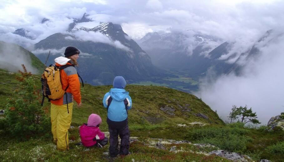 STOR OPPLEVELSE: Romsdalseggen går for å være som en av verdens vakreste fjellturer. FOTO: Ronny Frimann