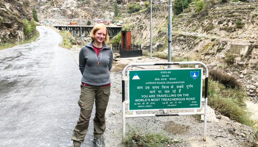 <strong>VERDENS FARLIGSTE VEI:</strong> De eneste gangene Erika har kjent på frykt under reisene sine, er på Himalayas farlige bilveier. FOTO: Privat