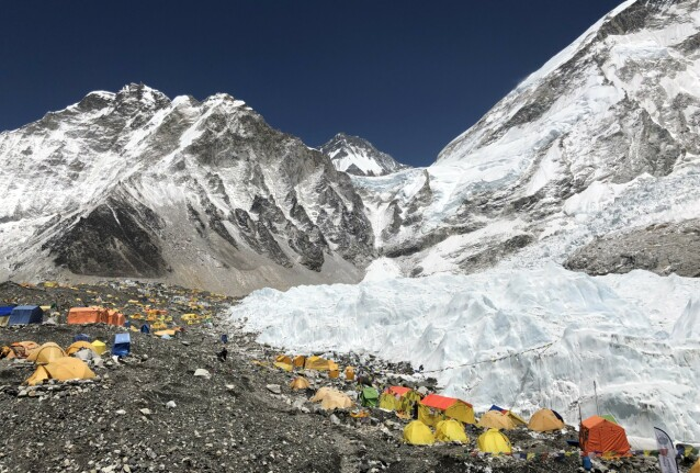 <strong>EVEREST BASE CAMP:</strong> Det finnes to base camper ved foten av Mount Everest. Denne campen som ligger ved Khumbu-brefallet i Nepal kan kun nås ved fjellvandring. FOTO: Privat
