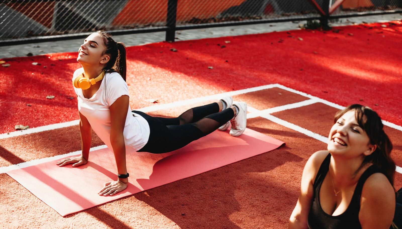 FOREBYGGENDE: - Bevegelighet og smidighet, styrke og kroppsbevissthet, gjennom blant annet yoga og pilates, vil gi godt grunnlag for utvikling av skiteknikk, og ikke minst være skadeforebyggende, sier Per Elias Kalfoss i Norges Skiforbund til KK. ILLUSTRASJONSFOTO: NTB