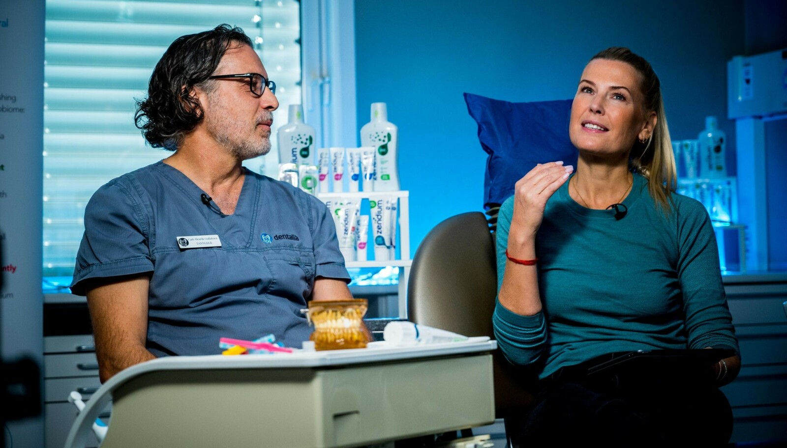 <strong>I TANNLEGESTOLEN:</strong> Programleder og Zendium-ambassadør Vibeke Klemetsen grillet tannlege Carl- Henrik Gullaksen med leserspørsmål i over en time på direkten.