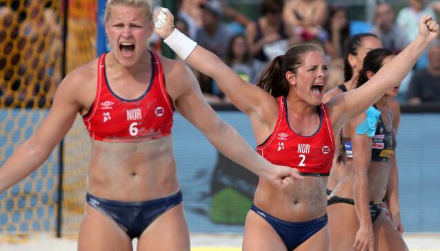 STERK: Katinka Haltvik (høyre) under kvinnenes EM-semifinale i beachhåndball mot Spania i Kroatia i 2017. FOTO: NTB
