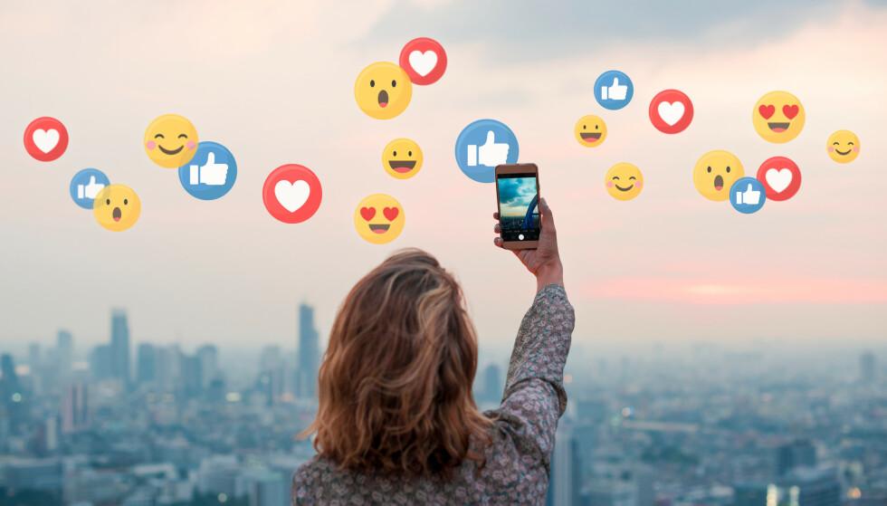NYE EMOJIER: Det har kommet langt flere emojier siden det enkle smilefjeset og tommel opp. Sjekk ut noen av nyhetene nedover i saken. Foto: NTB