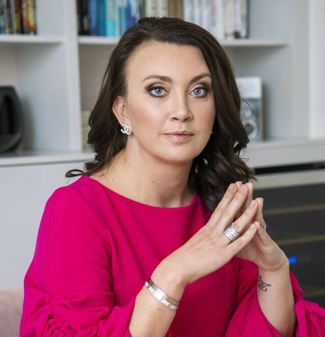 REFLEKTERER: Camilla Läckberg har en klar oppfordring når det kommer til kroppskrav og idealer. FOTO: Scanpix.