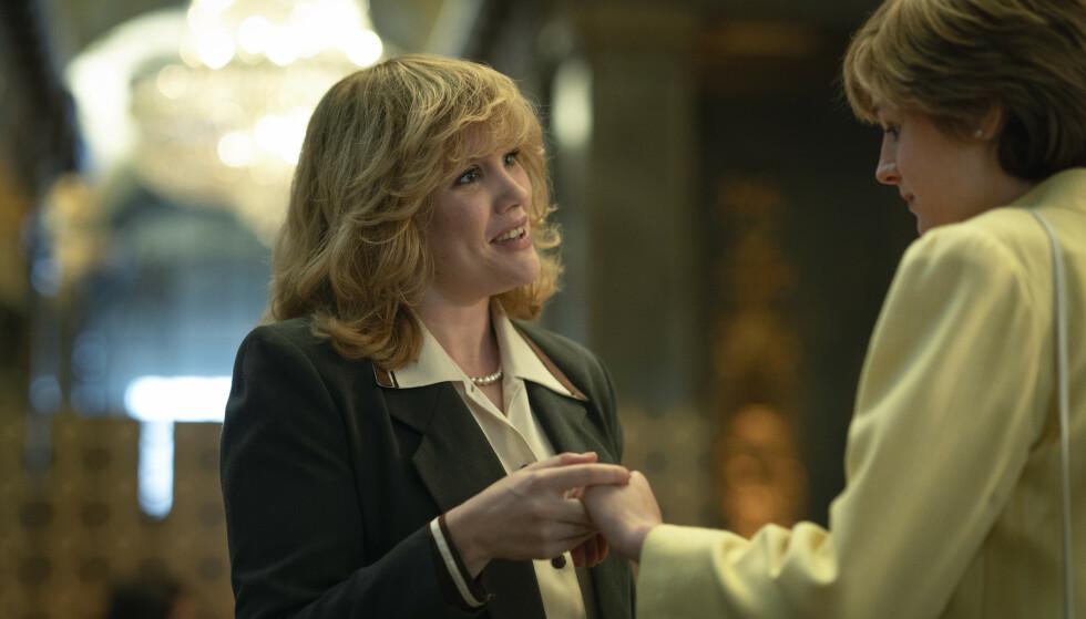 <strong>LADDET MØTE:</strong> I sesong 4 av «The Crown» møtes Camilla Parker Bowles, spilt av Emerald Fennel, og prinsesse Diana, spilt av Emma Corrin. FOTO: Netflix.