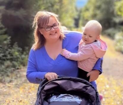 HELT NY HVERDAG: Kristine er i dag tilbake i jobb og har en datter på to år. FOTO: Privat