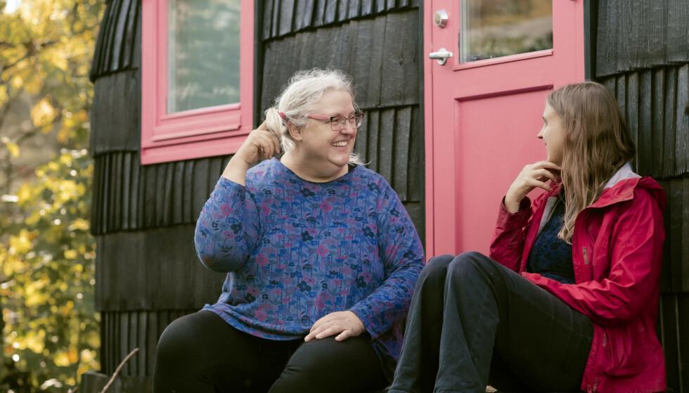 EGET MINIHUS: Et sted å jobbe for seg selv, men samtidig ikke langt fra foreldrene. Kaia er ofte i minihuset i bestemorens hage. Foto: Astrid Waller