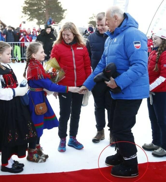 HELT KONGE: Skoene til kong Harald fikk massiv oppmerksomhet under ski-NM i 2019. Foto: NTB