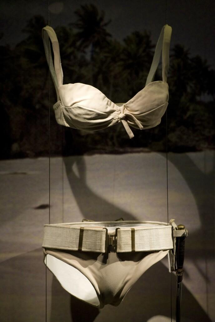 KAN BLI DIN: Denne Bond-bikinien kan bli din, men da må du bla opp over fire millioner kroner. Foto: NTB