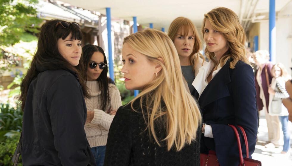 SNIKENDE UHYGGE: I HBO-serien «Big Little Lies» spiller Zoë Kravitz mot Shailene Woodley, Reese Witherspoon, Nicole Kidman og Laura Dern. FOTO: Scanpix