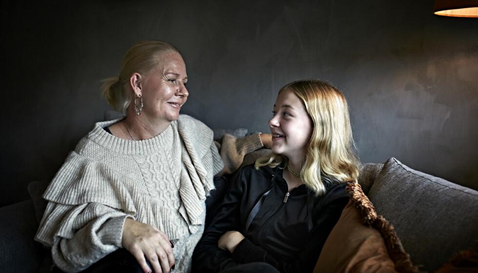 HOS MAMMA: – Jeg ville være hos mamma, men jeg snakket ikke, bare gråt, sier Alva om den vanskelige tiden. FOTO: Geir Dokken