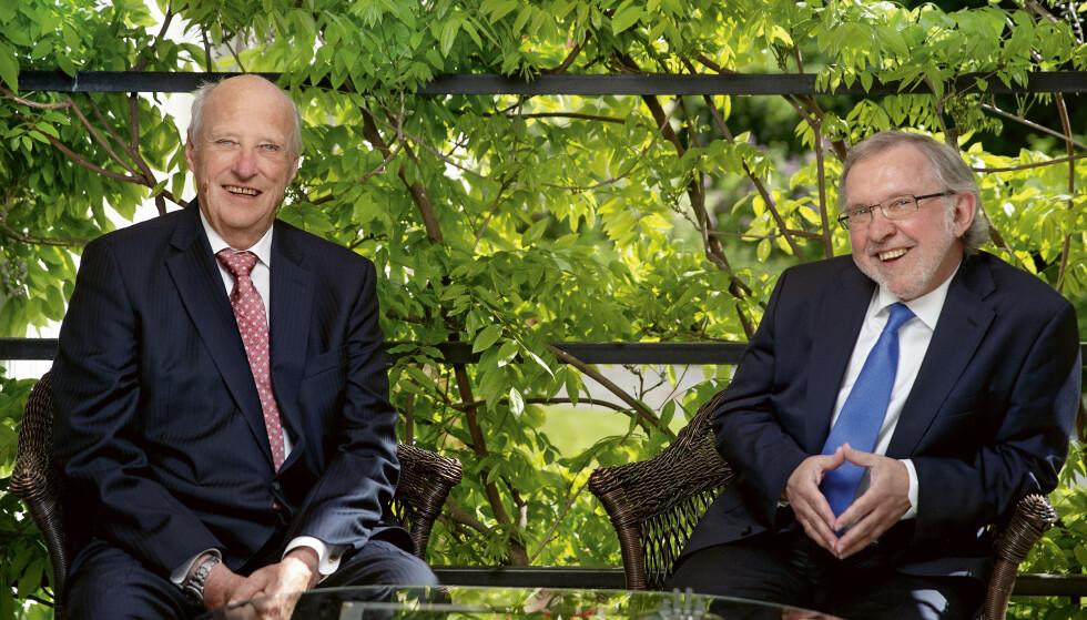 DE TO HARALD'ENE: Monarken kong Harald og republikaneren Harald Stanghelle har hatt flere nære samtaler det siste året. Samtalene er blitt boken Kongen forteller, som ble utgitt høsten 2020 på Kagge forlag. FOTO: Agnete Brun