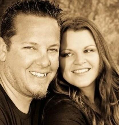 <strong>TRAGEDIE:</strong> Ekteparet Brad og Chrystal Sparks mistet en sønn og en datter i den fatale bilulykken i sommer. FOTO: Skjermdump Facebook