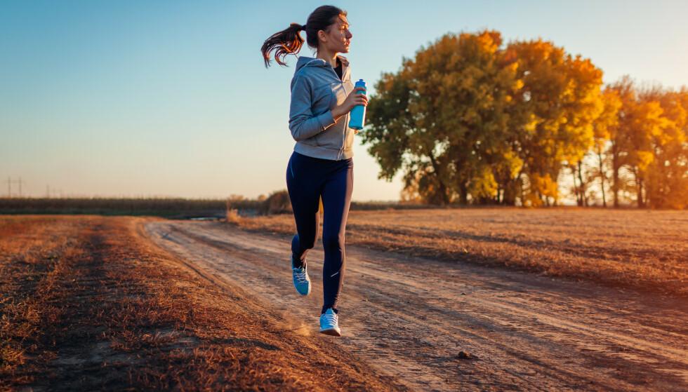 """IKKE GLEM Å LØPE UTE: For at kroppen og musklene ikke skal """"glemme"""" alt arbeidet du har lagt ned i joggingen tidligere, så bør du inkludere en økt i uken ute - også når det er kaldt. FOTO: Scanpix"""