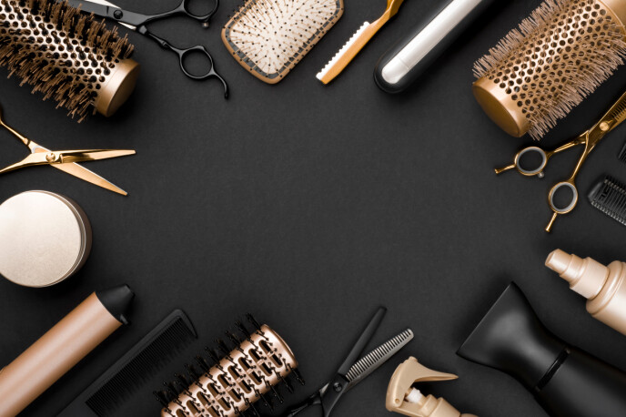 LA DET FÅ HVILE: Varmeverktøy sliter kraftig på håret ditt, så prøv å ikke bruke det så ofte. Foto: NTB