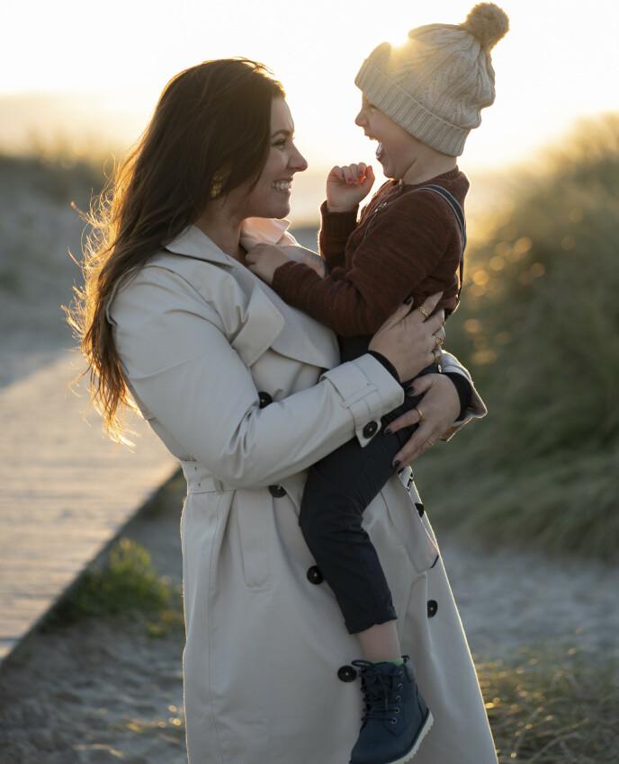 FORBILDE: En dag håper Marie at sønnen August kan se på karrieren hennes og bli inspirert til å gjøre akkurat det han har lyst til. FOTO: Rune Soltvedt