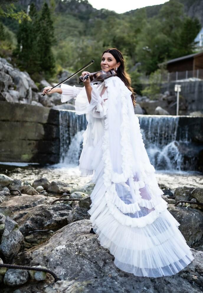 KARRIERE: Hun er fast i bandet til «Hver Gang vi møtes», har deltatt i «Beat for Beat», hatt egen låt Melodi Grand Prix - «Ta meg tilbake», samt stått i bakgrunnen til flere av Norges største artister. FOTO: Rune Soltvedt
