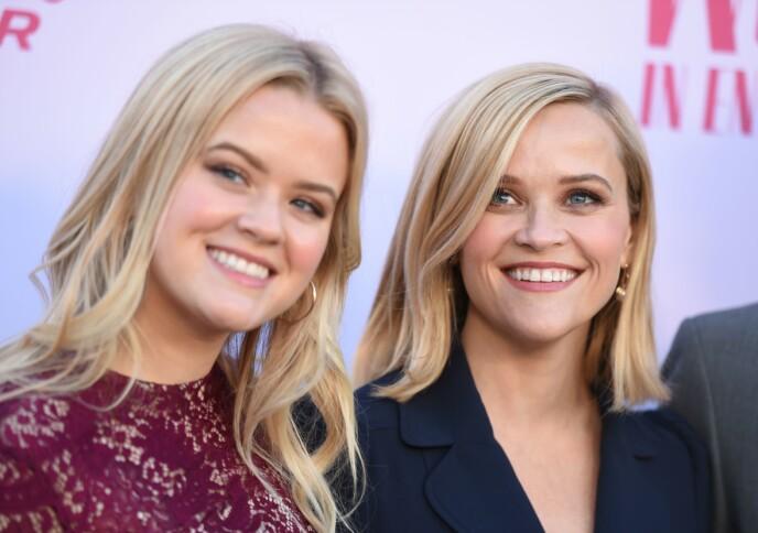 TO ALEN AV SAMME STYKKE: Ava Elizabeth Phillippe og mamma Reese Witherspoon. Likheten er ikke til å komme unna. USA - 11 Dec 2019