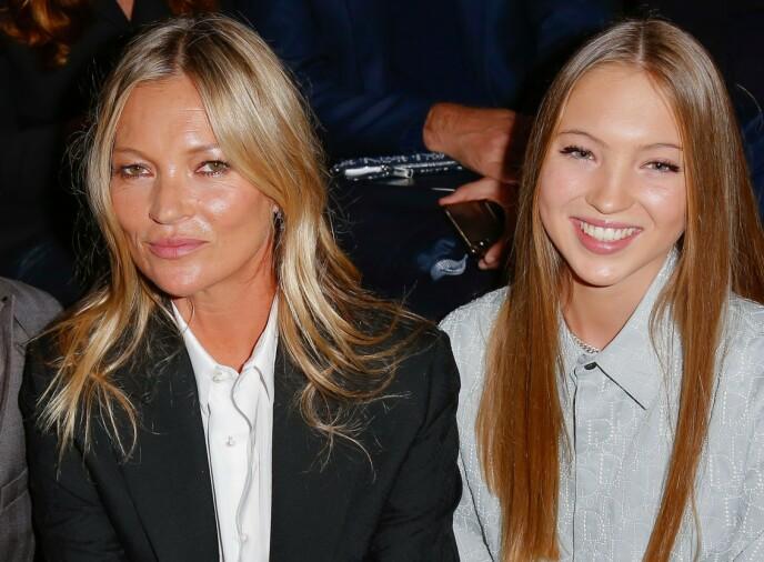 FØRSTE RAD: Supermodell Kate Moss og datteren Lila Grace Moss på Dior-visning. FOTO: NTB.