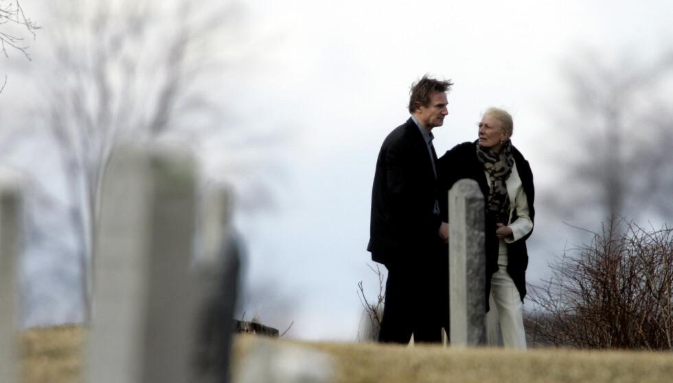 GOD STØTTE: Svigermor Vanessa Redgrave har vært en god støtte for skuespiller Liam Neeson etter at kona Natasha Richardson døde etter en skiulykke i 2009. Her fra begravelsen. FOTO: NTB