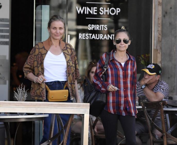 SVIGERINNER PÅ TUR: Cameron Diaz og svigerinnen Nicole Ritchie på vift i Beverly Hills. FOTO: NTB