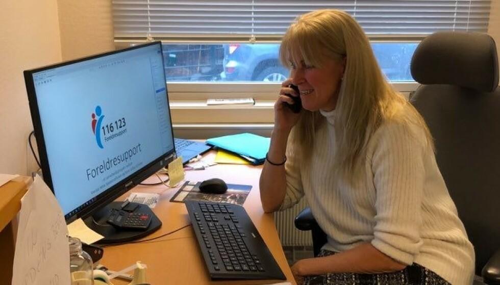 STOR PÅGANG: Den nye hjelpetelefonen Foreldresupport ble lansert like før nedstengningen av Norge og har ifølge prosjektleder Sigrid Øyen Mull fått mange henvendelser fra nybakte foreldre som sliter ekstra på grunn av pandemien. FOTO: Foreldresupport
