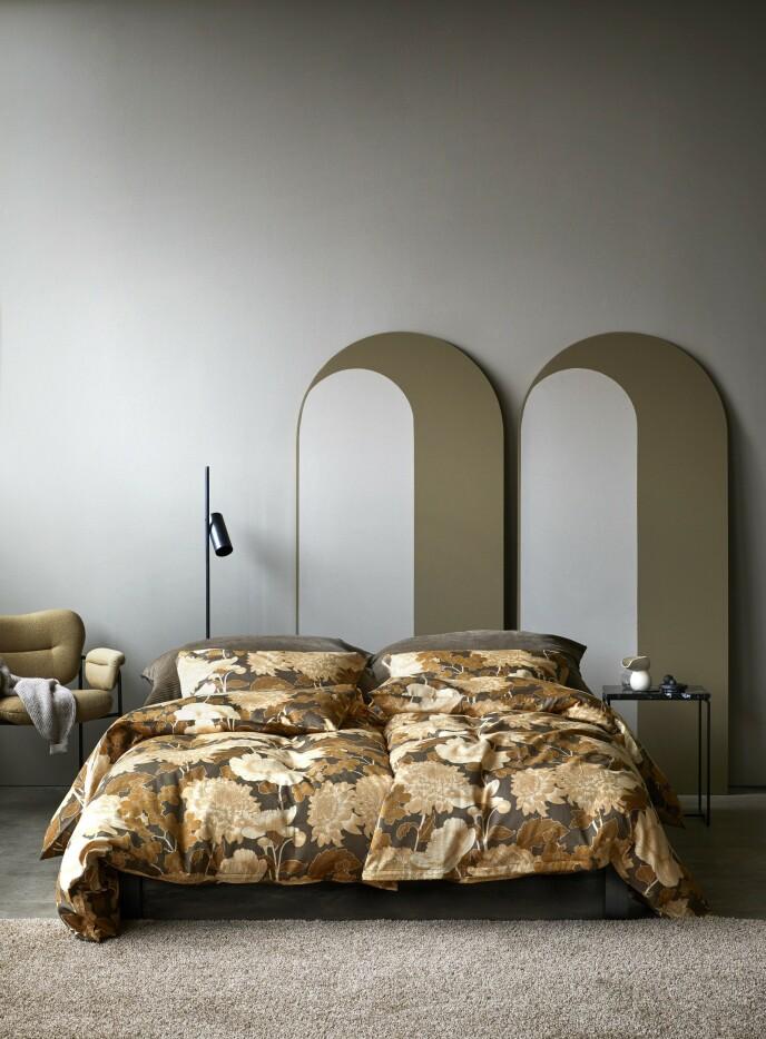 Gi sengen en makeover med mønstrete sengetøy. FOTO: Produsenten