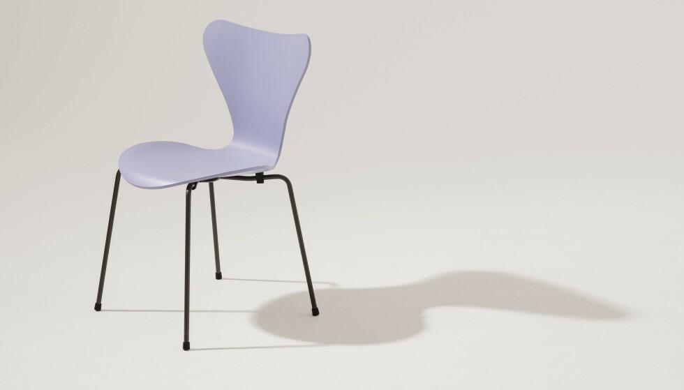 Lavendelfarget stol (kr 3455, Fritz Hansen/Arne Jacobsen). FOTO: Produsenten