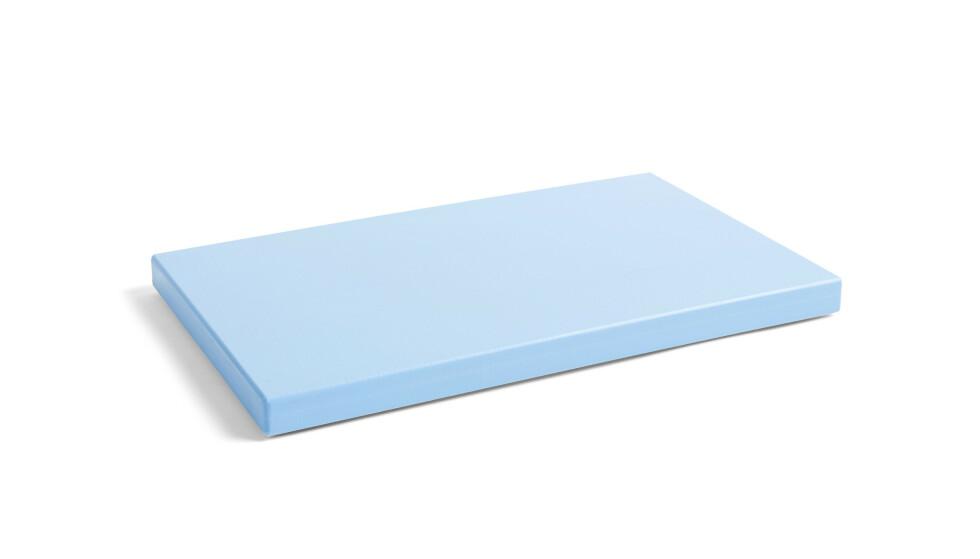 Blått skjærebrett (kr 510, Hay). FOTO: Produsenten