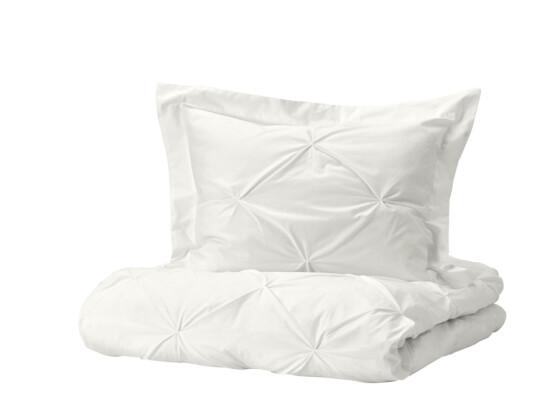 Hvitt sengesett (kr 400, Ikea). FOTO: Produsenten