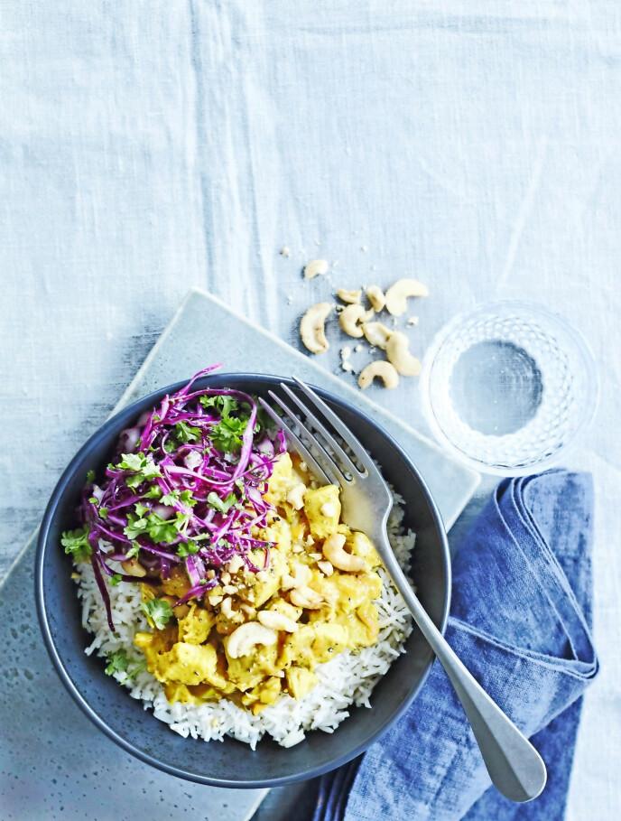 Start uken med en kremet gryterett med en sprø salat til. Tips! Denne retten er så god at du kan invitere gjester til middag. FOTO: Betina Hastoft