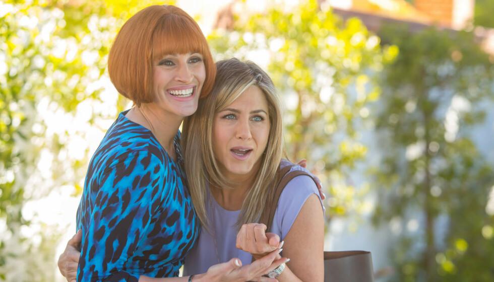 POPULÆRE: En undersøkelse viser at Julia Roberts (t.v.) og Jennifer Aniston (t.h.) har frisyrer folk liker svært godt. Foto: NTB