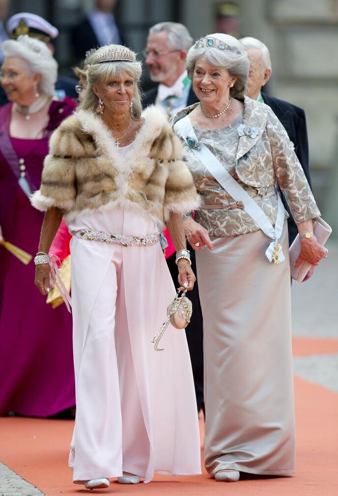 FESTFINT: Birgitta og søsteren prinsesse Margaretha på vei inn i Slottskyrkan i bryllupet til prins Carl Philip og Sofia Hellqvist i 2015. FOTO: Jon Olav Nesvold / NTB