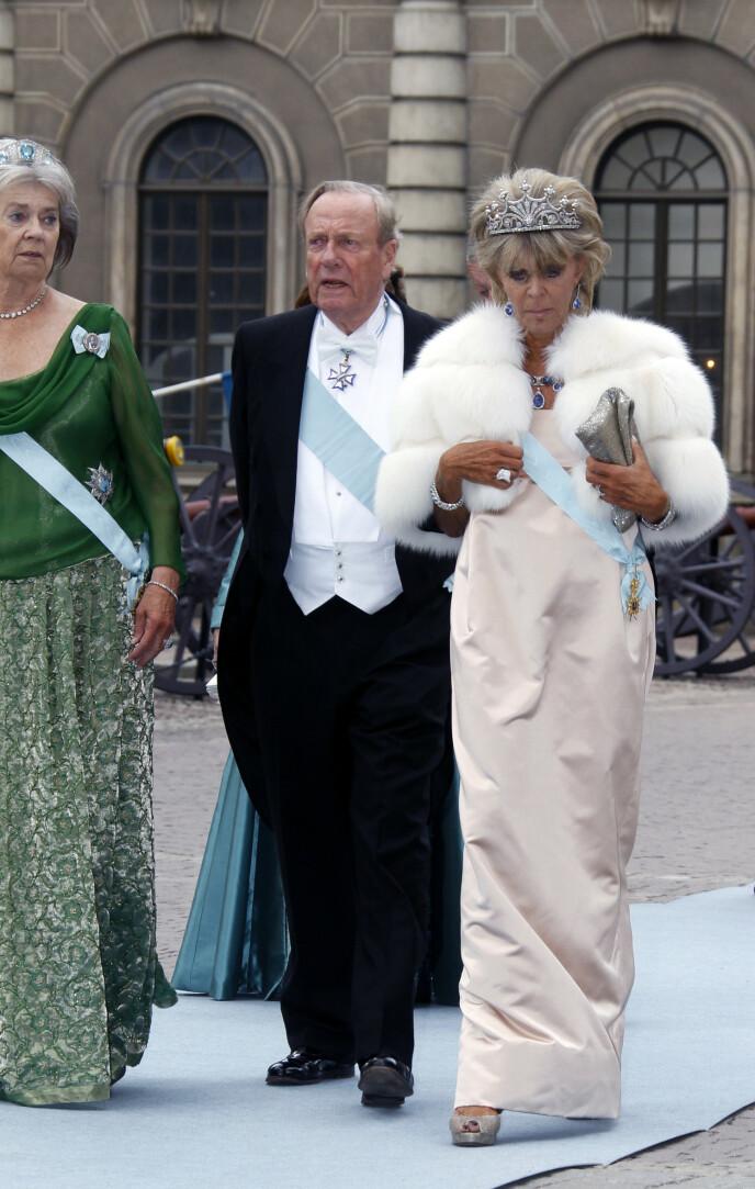 STILIG: Prinsessen Birgitta under bryllupet til Victoria og Daniel i 2010. Her sammen med prinsesse Margaretha Mrs. Ambler ( til v.), ogJohann Georg, som Birgitta fortsatt er gift med, selv om paret har vært separert i over 25 år. FOTO: NTB