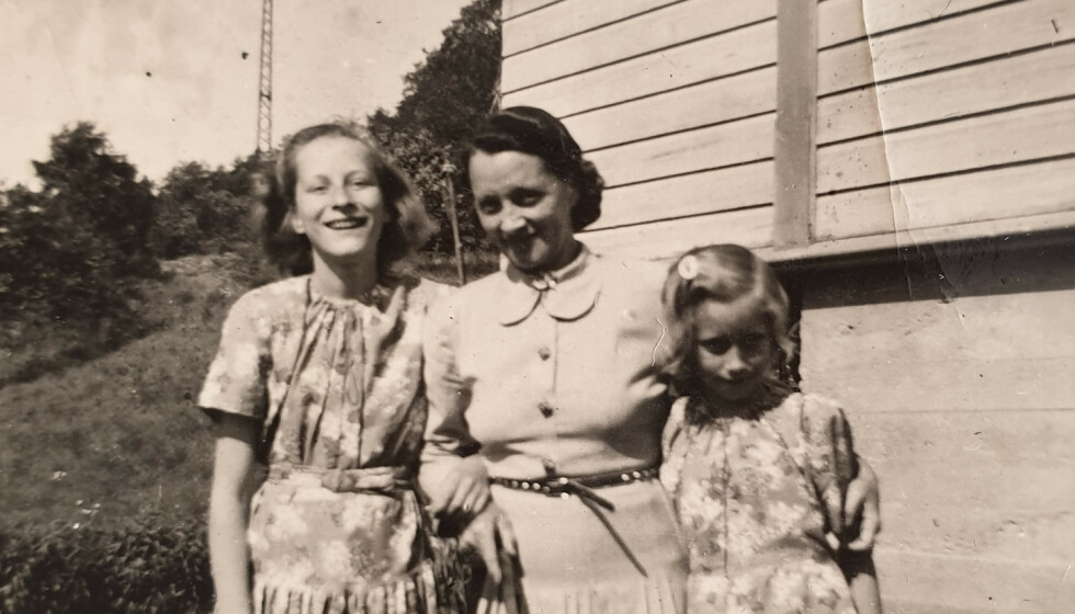 UKJENT ARVING: I NRK-serien «Ukjent arving» blir vi med når programleder Tarjei Strøm forsøker å finne arvingene etter Solveig Olsen (t.h.). I midten er moren Hildur, og til høyre står storesøster Astrid. FOTO: Privat