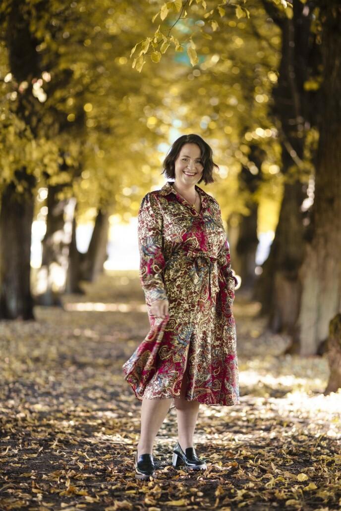 ETTER: Kjole (kr 600, Zara) og sko (kr 400, H&M). Tips! En kjole som markerer midjen, kler Monica godt. FOTO: Astrid Waller