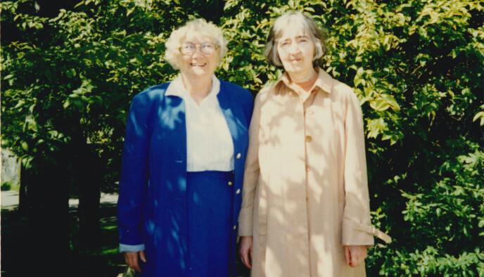HALVSØSTRE: Solveig Olsen (t.h) og søsteren Astrid. FOTO: Privat
