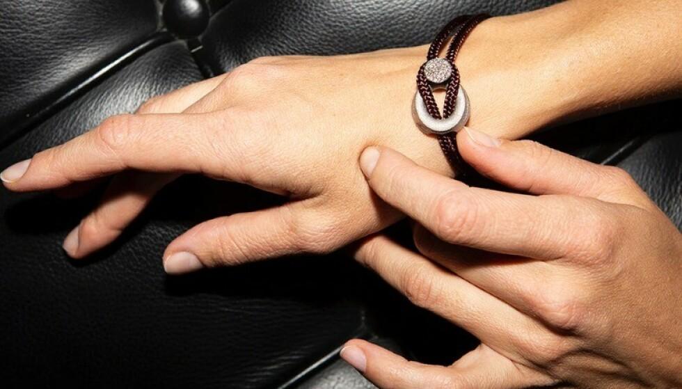 SVENSK SMYKKEMERKE: Arild Links er et svensk merke som lager smykker av ulovlige våpen. Foto: Arild Links