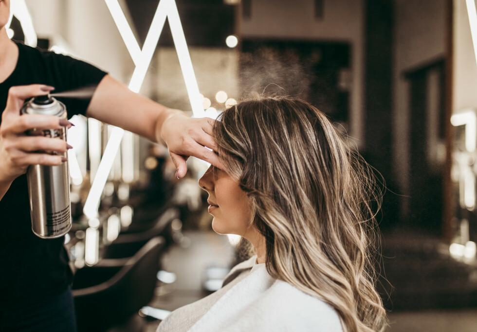 HÅRFARGE: Å velge hvilken hårfarge man bør gå for kan være et spørsmål man aldri blir helt klok på - men kanskje et barnebilde av deg kan hjelpe? FOTO:NTB