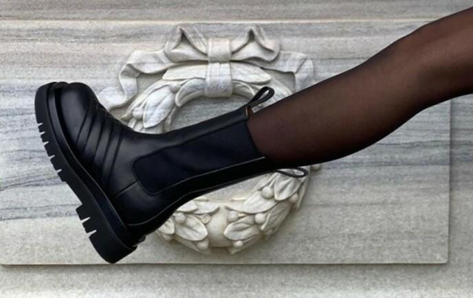 TRENDY: Disse skoene fra Bottega Veneta tok helt av Instagram. Foto: Skjermdump fra Instagram / @_tinamaria