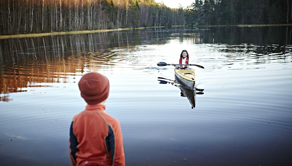 HELENDE: Å være ute i naturen, har vært Trines fremste sted å lade i. Her sammen med Timian. FOTO: Geir Dokken