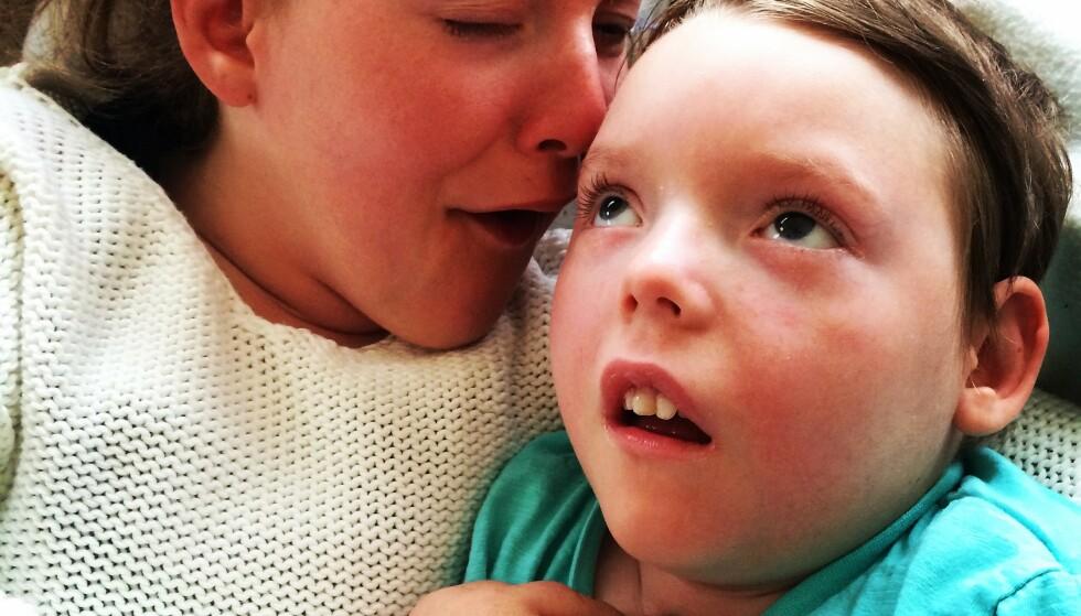 THEA: Storesøster og lillebror med samme alvorlige sykdom. Thea døde julen 2014, sytten år gammel. Elias døde i januar 2020, tolv år gammel. FOTO: Privat