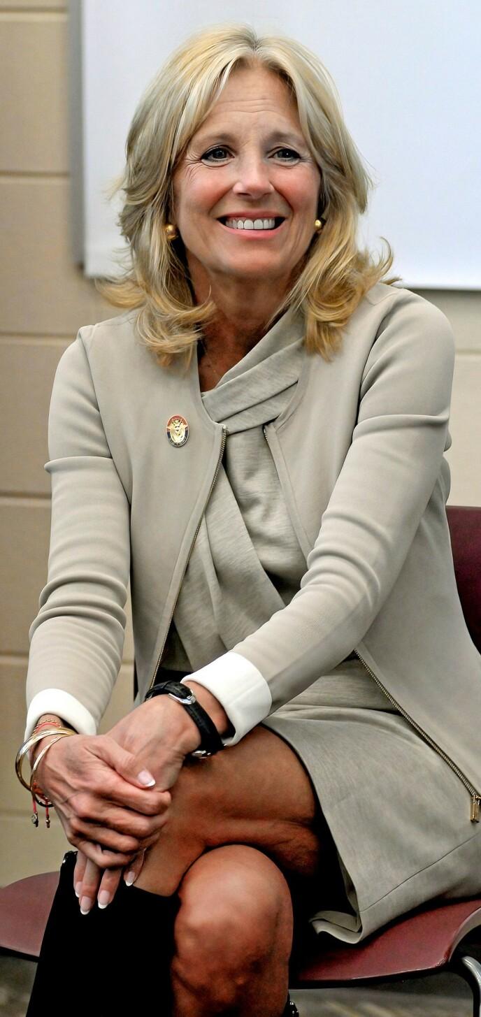 LÆRER'N: Jill Biden arbeider fortsatt som lærer, og var i løpet av valgkampen også innom skoler. FOTO: NTB