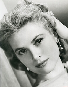 MER BRYN TAKK: Grace Kelly tok seg flott ut i sine mer naturlige bryn, og ble et ikon verden over da hun giftet seg med prinsen av Monaco. FOTO: NTB