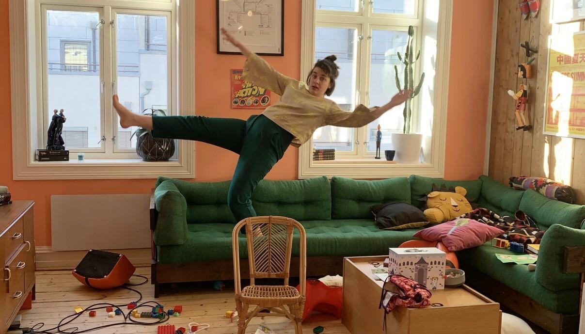 VISER LIVET BAK FASADEN: Det er ifølge Julie ikke nok rotete hjem på Instagram. – Det er bedre for barna at de får en rolig og uthvilt mamma, enn at de kan se gulvet, sier hun. FOTO: Privat
