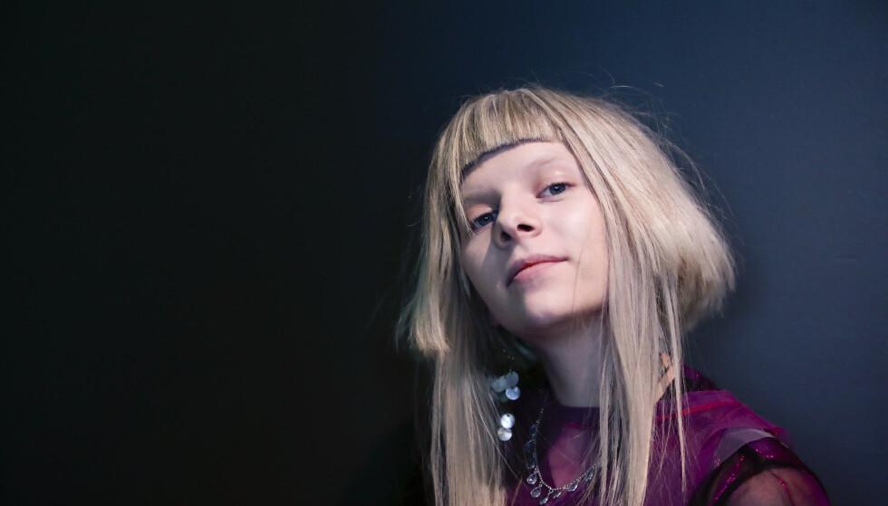 SEG SELV: Det individuelle uttrykket sto sterkt gjennom deler av 10-tallet, her representert ved artist Aurora Aksnes. FOTO: Lise Åserud / NTB