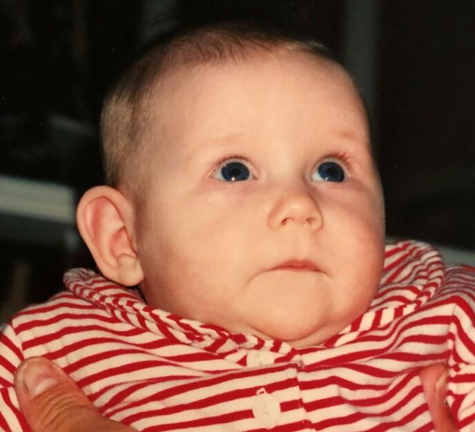 Eline ble bare ett år og elleve måneder gammel før hun døde av sykdommen. -Hun var mer lik meg, hun var mer temperamentsfull og var mindre tålmodig enn Thea, beskriver Trine.