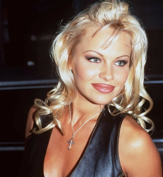 SKARP: Pamela Anderson med sine særegne bryn i 1994. FOTO: NTB