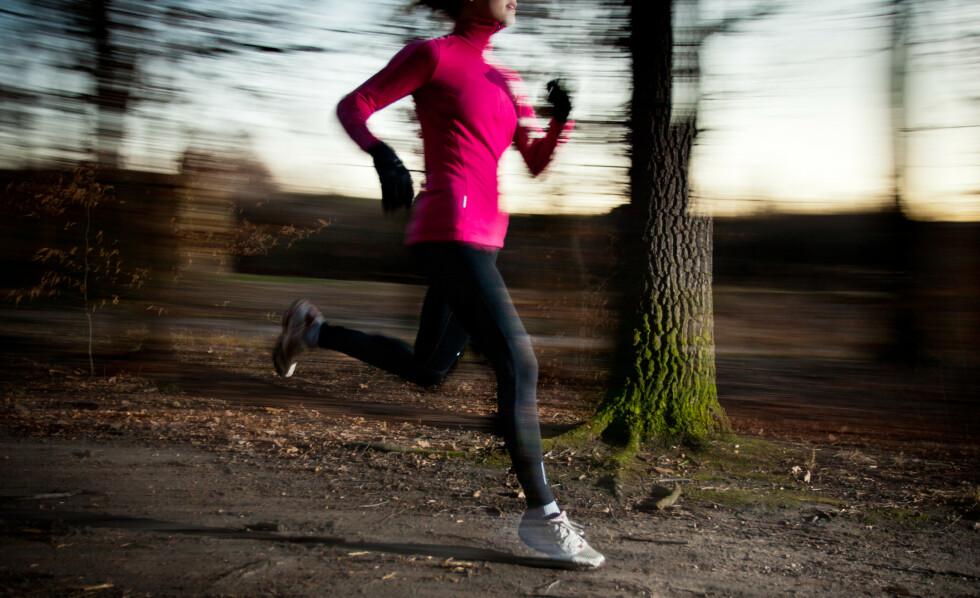 JOGGESKO: Jogge ute, eller trene inne. Det er et av spørsmålene du må avklare før du velger riktig type joggesko. FOTO: NTB